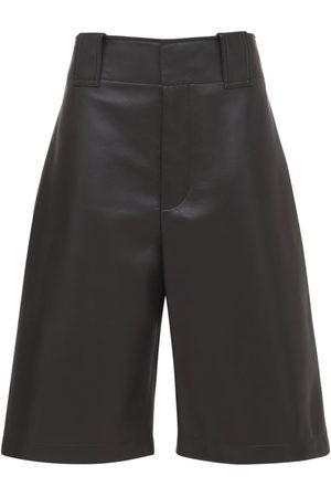 Bottega Veneta Naiset Bermuda - Wide Leg Leather Bermuda Shorts