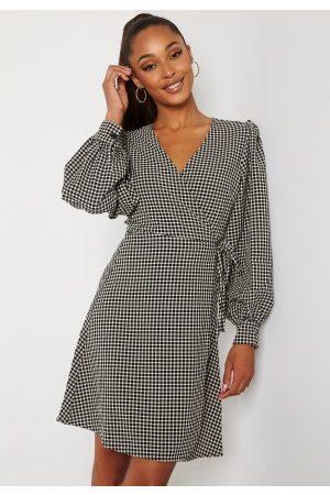SELECTED Charlie Short Wrap Dress Black Checks Birch 40