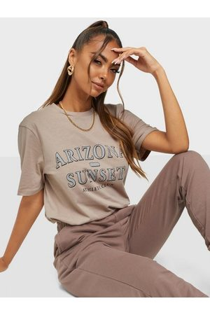 NLY Oversize Statement Tee Nougat