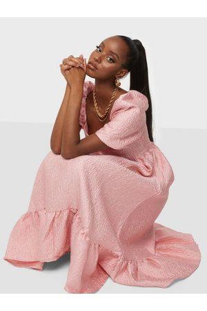 Glamorous Naiset Juhlamekot - Texture Midi Dress