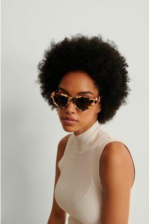 NA-KD Accessories Naiset Aurinkolasit - Pisaran Muotoiset Aurinkolasit Suorilla Kulmilla