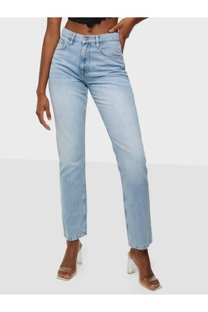 NLY Trend Naiset Suorat - Cheeky Fit Denim