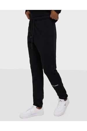 9N1M SENSE Miehet Collegehousut - SENSE Logo Sweatpants Housut Black