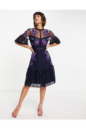 French Connection Naiset Juhlamekot - Bina embroidered midi dress with flutter sleeves in utility blue