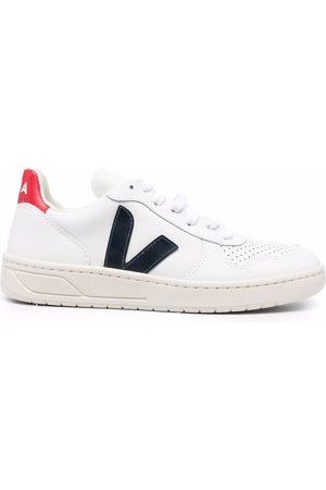 VEJA Naiset Tennarit - V-10 logo low-top sneakers