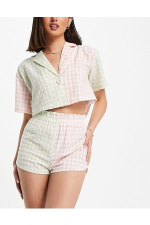 Lost Ink Naiset T-paidat - Check mix cropped shirt and short set in pink and green-Multi
