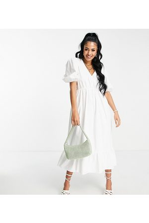 In The Style Tall Naiset Kesämekot - X Lorna Luxe textured puff sleeve wrap dress in white