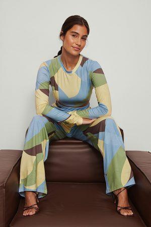 NA-KD Trend Swirl-kuvioidut housut - Multicolor