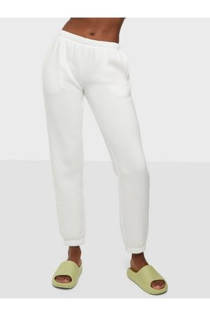 NLY Trend Naiset Housut - Low Waist Joggers