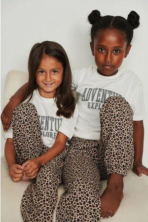 NA-KD Orgaaniset leopardi-collegehousut - Multicolor