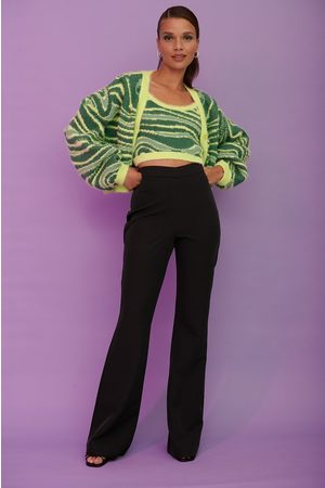 NA-KD Naiset Suorat - V-muotoillut puvunhousut, kierrätettyä materiaalia - Black