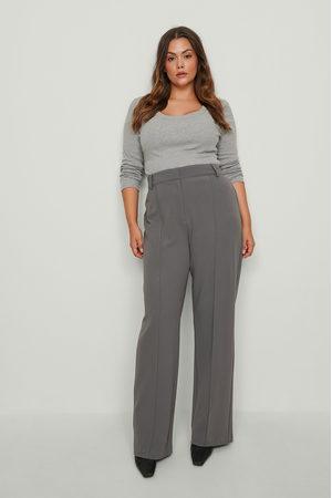 NA-KD Istuvat leveälahkeiset puvunhousut - Grey