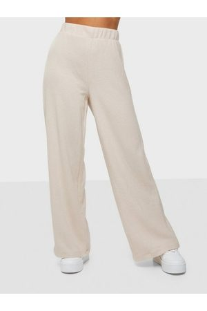 Pieces Naiset Leveälahkeiset - Pcemse Hw Wide Ankle Pant Lw