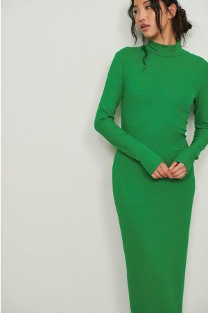 NA-KD Ribattu pitkähihainen mekko - Green