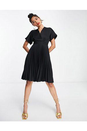 Closet Naiset Rennot Mekot - Wrap front pleated midi skater dress in black