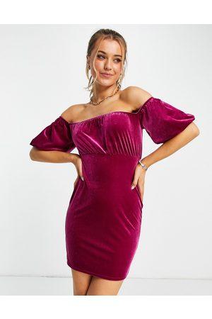 Miss Selfridge Naiset Juhlamekot - Velvet bardot mini dress in pink