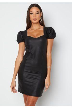 Chiara Forthi Naiset Kotelomekot - Picciana PU Puff sleeve Dress Black 34