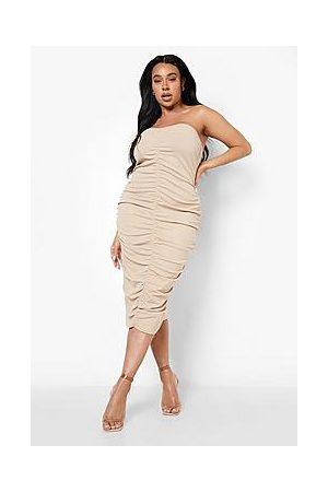 Boohoo Naiset Midimekot - Plus Ruched Bandeau Midi Dress