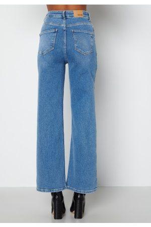 BUBBLEROOM Naiset Leveälahkeiset - June wide leg stretch jeans Medium blue 42S