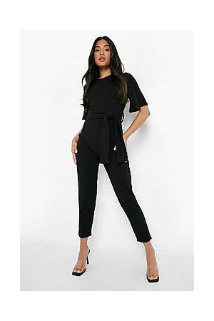 Boohoo Naiset Viitat - Petite Cape Sleeve Belted Tailored Jumpsuit